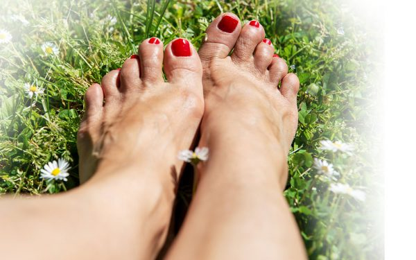 news_Woman-Bare-Feet-On-Grass
